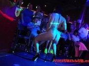 Soraya Wells y Amador Xtreme public sex show | AguiaPorn.com