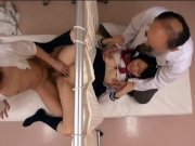 エロ医者たちに騙されアナルに精液を流し込まれる素人制服娘を隠し撮り: