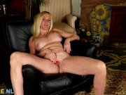 American horny housewife fooling around
