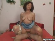 She finds old mom riding her hubby's dick