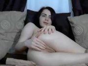 Bitch besorgt es sich mit dildo