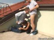 Секс бисексуалов на крыше дома