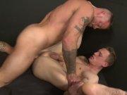 Muscular Stud Sean Duran's Big Cock Hookup