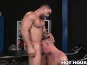 HotHouse Arad Winwin Slams His Physio Post Workout