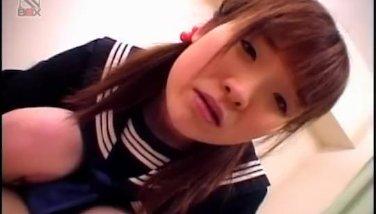 [無修正]小柄でロリ顔なセーラー美少女が、年上のオヤジにオマンコをゴム無しで凌辱されてしまう!!