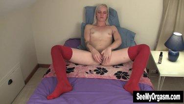 Blonde Ari Toying Her Twat