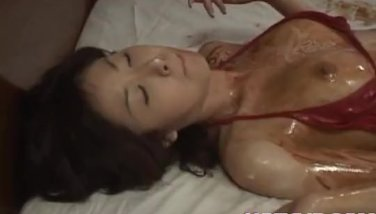 Mai Yamasaki has body covered in sauces