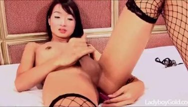 Flat chested tranny shoves lollipop in her tasty asshole