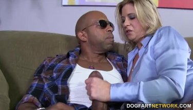 Sizzling mom Phyllisha Anne fucking desperately on the couch  424933