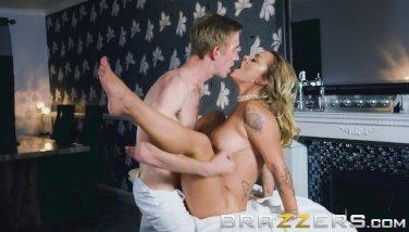 Brazzers - Liza Del Sierra likes big dicks and back rubs