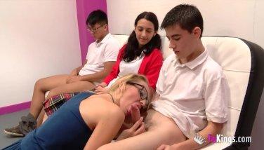 Daniela Evans shows Jordi her squirting