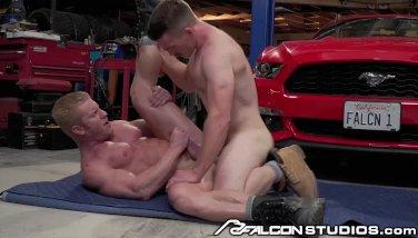 Big Dick Muscle Mechanic Gets Ass Fucked In Garage!