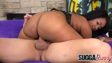 Exotic Black Hoochie Kylayah Sparks Blows and Fucks a Gawky White Guy