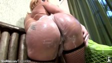 Thick cocked tranny strokes herself hard