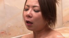 Naughty Asian plays with her pussy in the tub