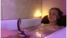 Amateur Teen Toying In Bathtube