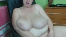 BBW plays with her big clit on webcam