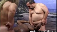 2 Midgets Fucks Black Milf On A Tropical