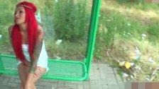 Рыжая девка обожает делать минет