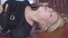 Пьяную девушку из России трахают в рот и задницу