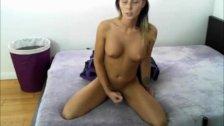 Teen tranny strokes her dick