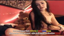 Hot Ptite Babe Shows Her Tight Pussy On Cam