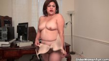 Old secretary Kay takes a masturbation break