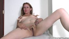 Latina milf enjoys clothespins on her nipples