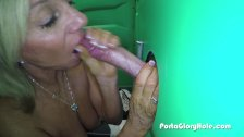 Porta Gloryhole Mature lady sucks cock in por