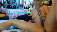 19yo teen blonde fingering her pussy
