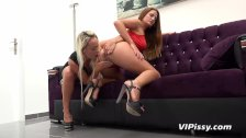Lesbian piss drinking with beautiful babes