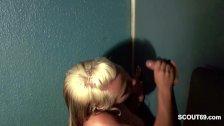 Spermageiler Teeny lutscht 13 Typen leer durch GloryHole
