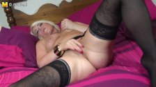 1fuckdatecom British milf playing with her s