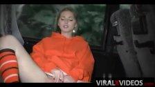 Chica se masturba en el bus publico