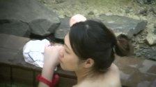 Aカップでスレンダーな美人妻の入浴を柵の上からこっそり隠し撮り