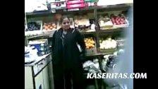 Viejo Pendejo folla a su casera en su tienda
