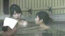 日帰り温泉でSSS急の美乳女子大生の裸を盗撮した映像