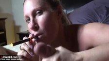 Sexy MILF saugt & schrubbt Sahne aus Schwanz