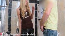Geile Blonde Daynia beim Blasen