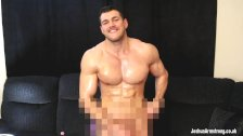 Oiled muscle hunk cum edging