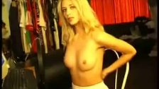 Blonde getting horny from chatting
