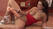 Maria Bellucci enjoys a big dildo