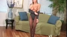 Amy Reid show her pantyhose prowess