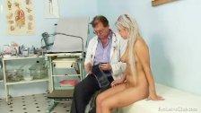 Teen girl Sabina visiting her old gyno doctor