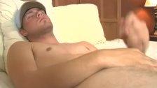 Hot dude loves wanking
