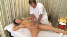 : MILF hairy pussy gets stretched and creamed