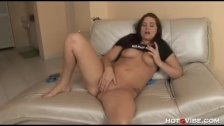 Hayden Bell plays with her wet pussy