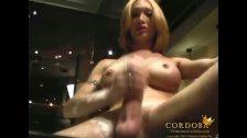 Mariana Cordoba stroking in the hottub
