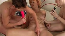Grannies have a lesbian threesome