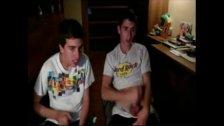 Zwei Amateur Jungs Webcam
